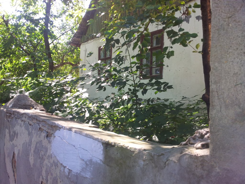 Ehemaliges Kolonistenhaus mit original Hofmauer